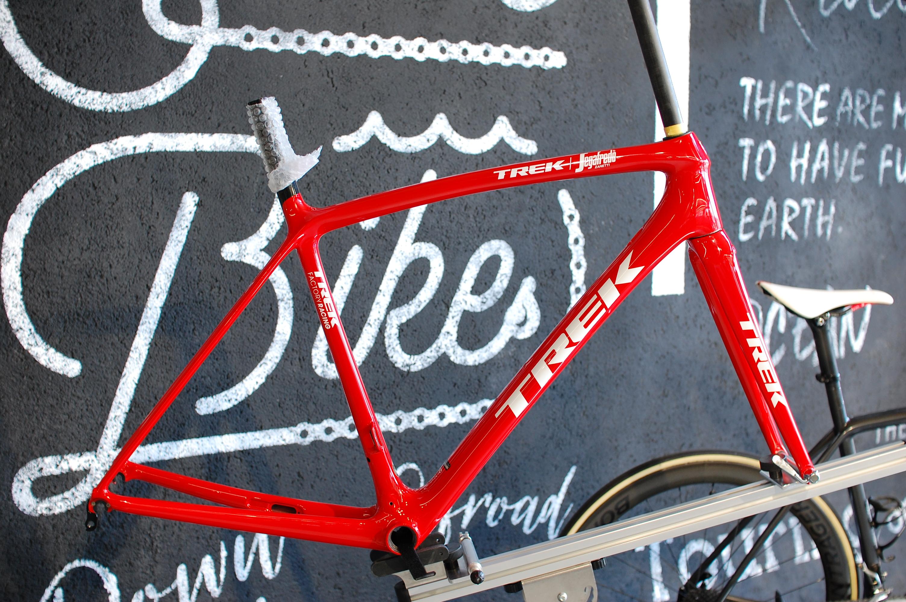 1gでも軽く!第4世代MADONEから、EMONDA SLRへ今週のピックアップバイクは【TREK(トレック)EMONDA SLR(エモンダ…