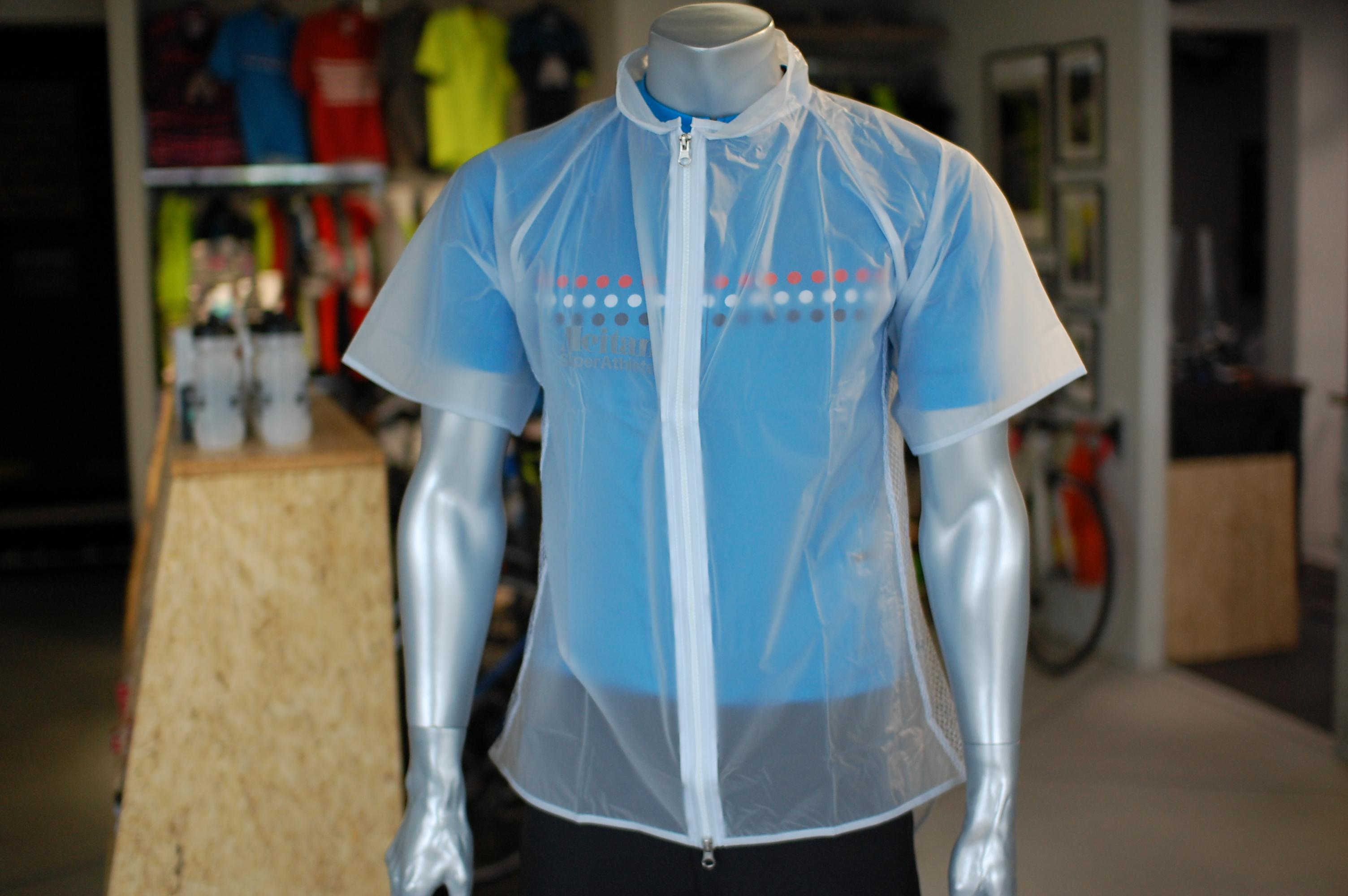 梅雨の時期もガンガン走っちゃう!そんなサイクリストにおススメ、急に降り出した雨も怖くない【Meitan 半袖レインウェア】