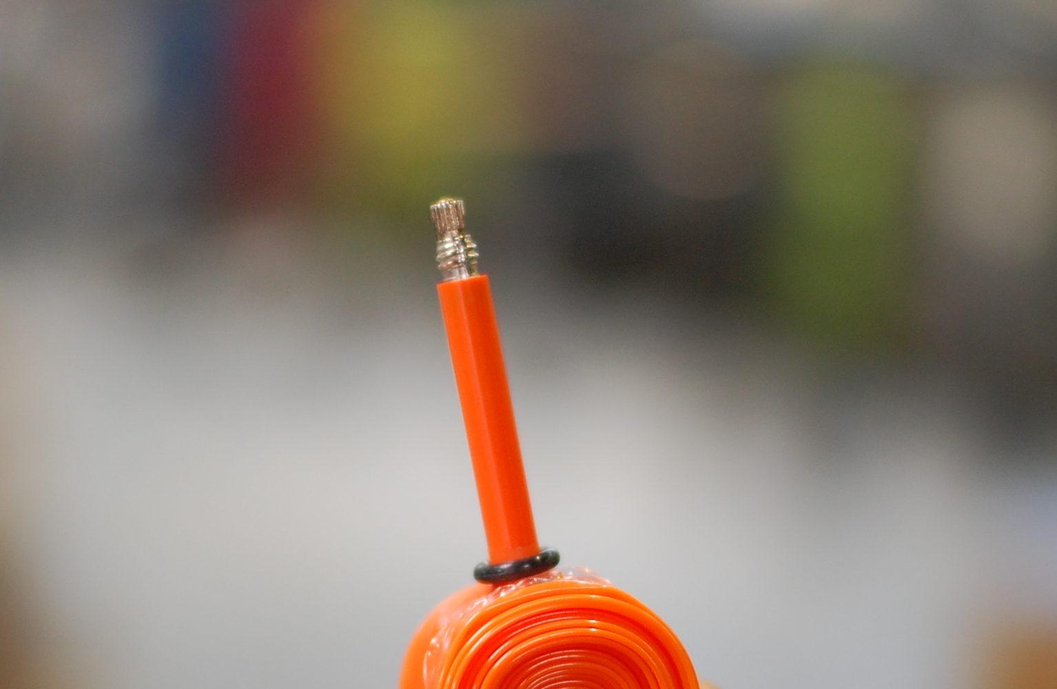 価格は通常のチューブの5倍!しかし重量は通常のチューブの5分の1と驚きの軽さ!tubolito(チューボリート)超軽量チューブ入荷!