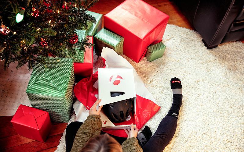 大切なあの人へクリスマスプレゼントを贈ろう♪TREK(トレック)Tシャツ&キャップのスペシャルギフトパックをご用意しました!