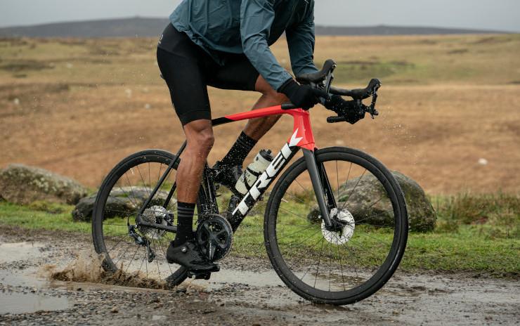 まもなく梅雨入☂フェンダーと雨用タイヤを装着して、梅雨の自転車通勤を快適にしよう♪